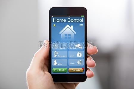 cellulare con sistema di controllo domestico