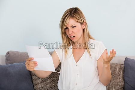 triste donna lettera di lettura