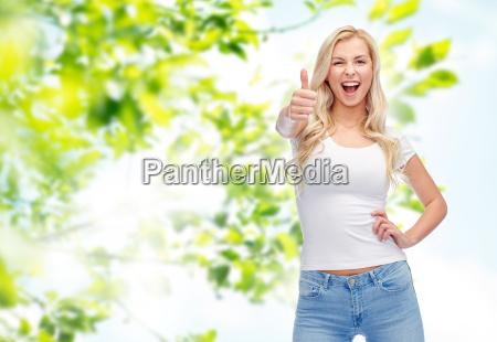 felice giovane donna o adolescente in
