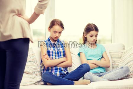 sconvolto ragazze in colpa poco seduta