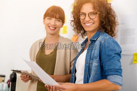 ufficio donna donne fabbrica affare affari