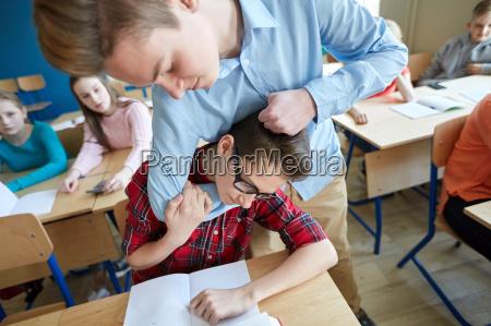ragazzo studente che soffre di scherno