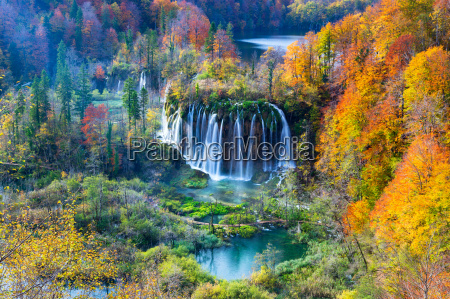 colori autum e cascate del parco