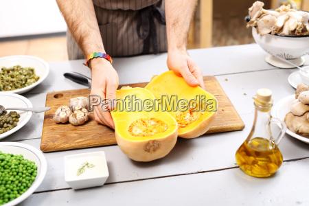 cooking zucca in cucina pezzo di