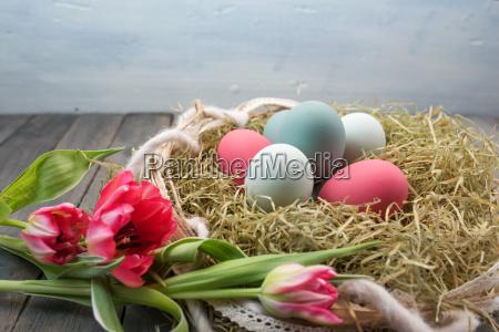 natura morta con nido di pasqua