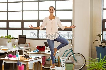 donna ufficio carriera avoro salute tempo