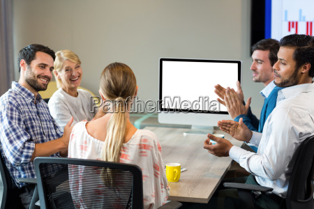 donna ufficio risata sorrisi carriera sala