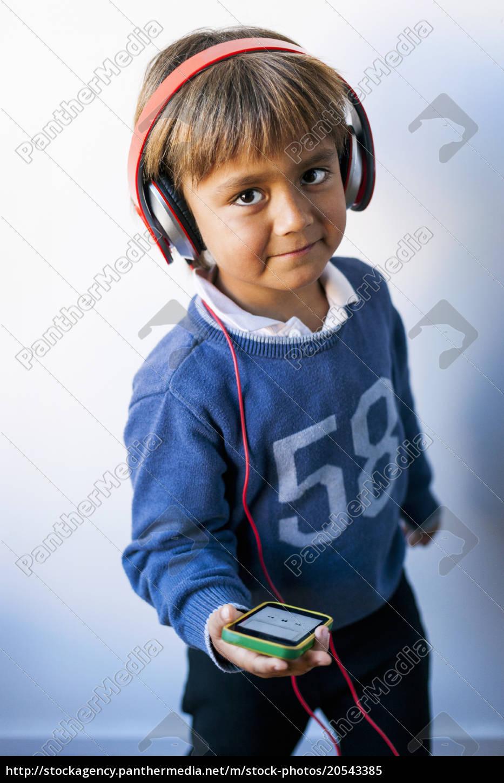 piccolo, ragazzo, ascoltando, musica, del, suo - 20543385
