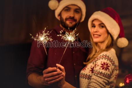 sparklers della holding delle coppie