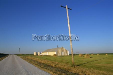 telegrafo e piatto paesaggio fattoria con