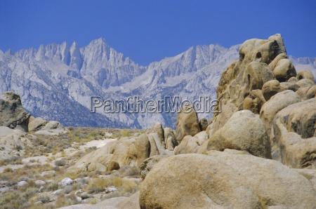 cime lontane di granito del monte