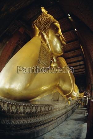 reclining buddha statue 45m long wat
