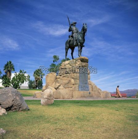 viaggio viaggiare memoriale arte statua africa