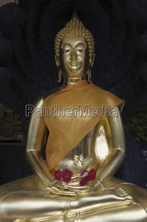 sukhothai traimit wat traimit bangkok thailand