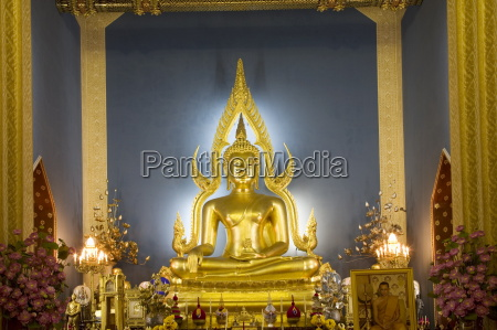 giant golden statue of the buddha
