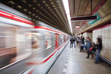 treno veicolo mezzo di trasporto moderno