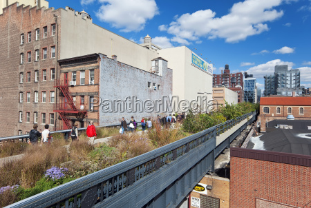 people walking on the high line