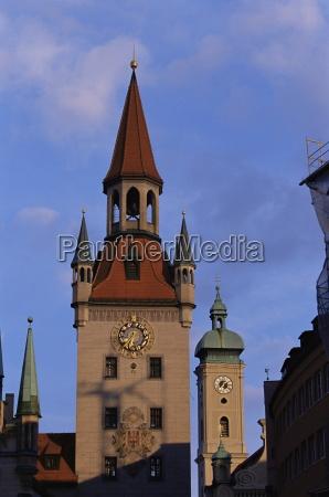 altes rathaus municipio e heiliggeistkirche monaco