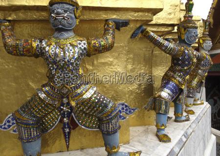 statues of monkey demons wat phra