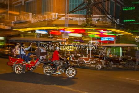 movimento in movimento traffico asia notte