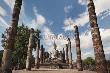 wat mahathat old buddhist temple sukhothai