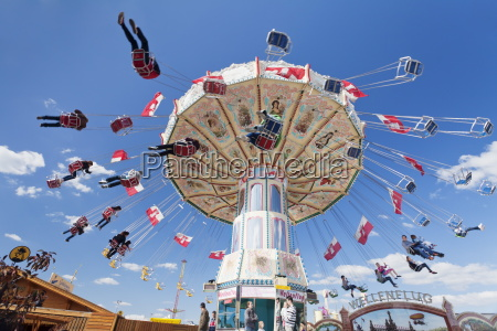 swing carousel cannstatter wasen volksfest stoccarda
