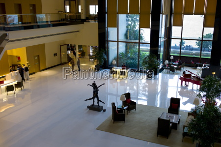 lobby e la reception con piano