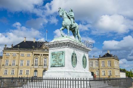 statua di federico v di jacques
