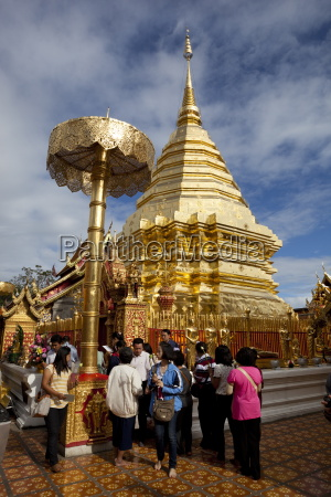 golden chedi of wat phra that
