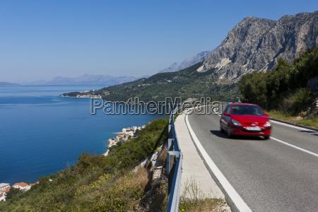 croazia dalmazia automobile sulla strada costiera