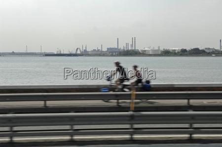 italia venezia motociclisti su ponte della