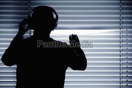 persone popolare uomo umano finestra comunicazione