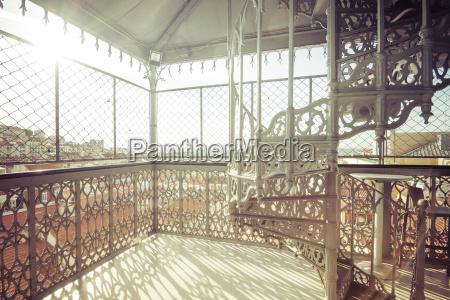 ascensore storico luce del sole allaperto