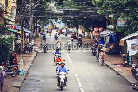 vita cittadina ciclista traffico natale allaperto