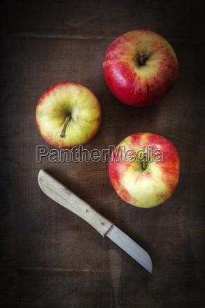 tre mele e un coltello da