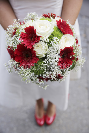 germania colonia sposa con bouquet da