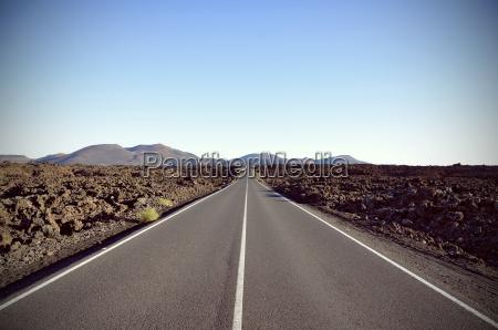 spagna vista della strada rettilinea e