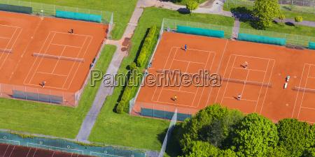due campi da tennis visti dallalto