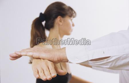 donna sotto trattamento medico