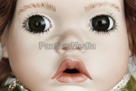 primo piano della faccia della bambola
