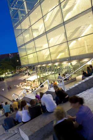 viaggio viaggiare moderno europa sera museo