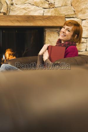 donna sedia poltrona persone popolare uomo