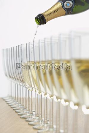 bicchiere alcool londra bottiglia didascalia spumante