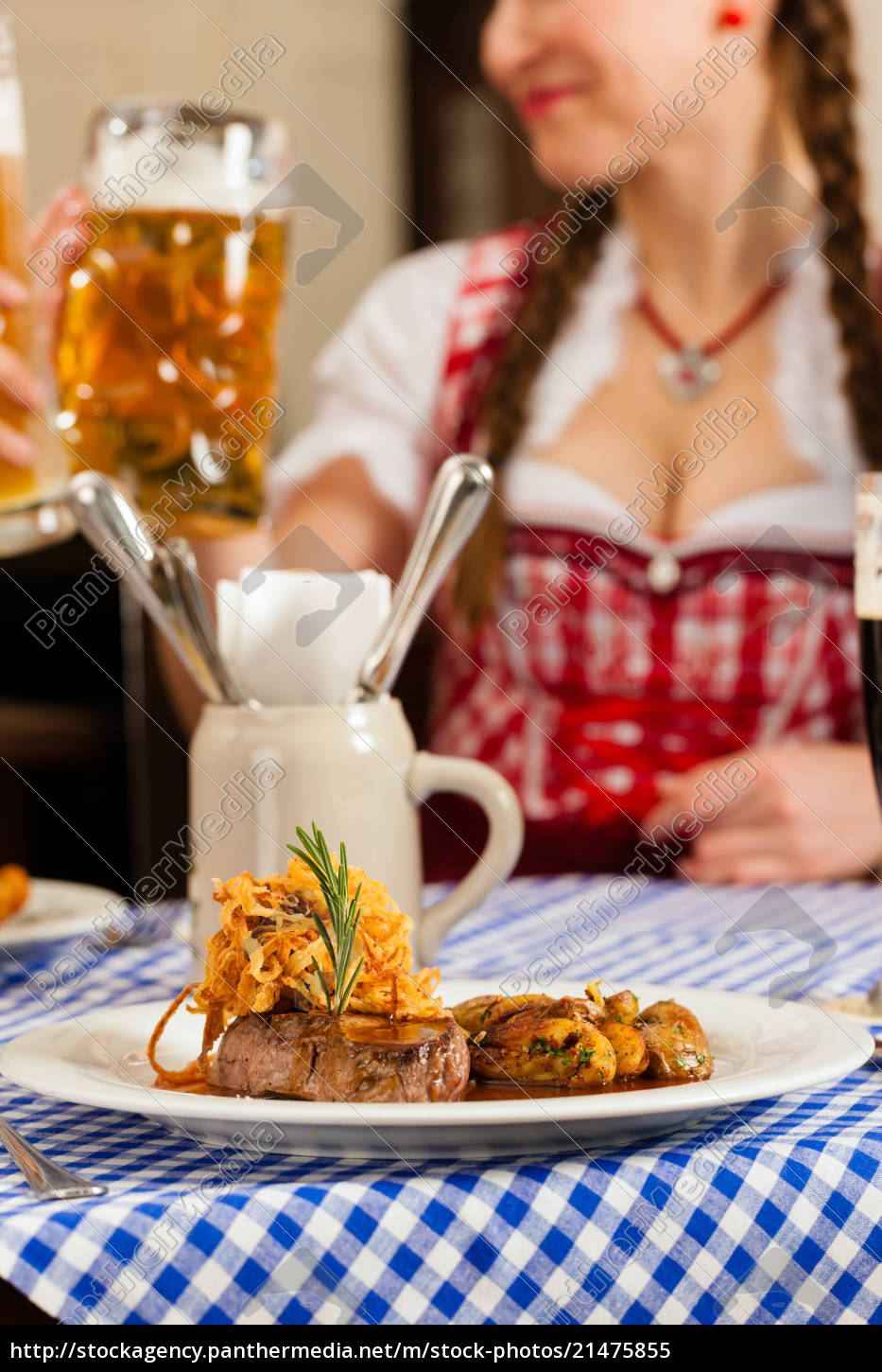 people, in, traditional, bavarian, tracht, eating - 21475855