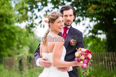 matrimonio, sposa, e, sposo, con, bouquet - 21484079