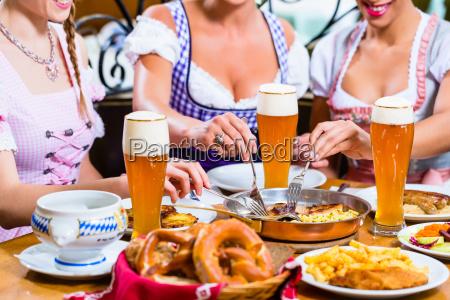 donna ristorante persone popolare uomo umano
