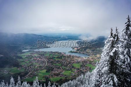vista de invierno temprano al tegernsee