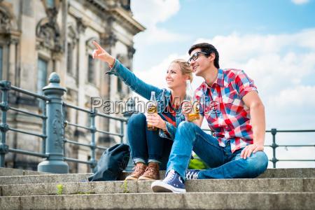 berlino turisti godendo vista dallisola dei