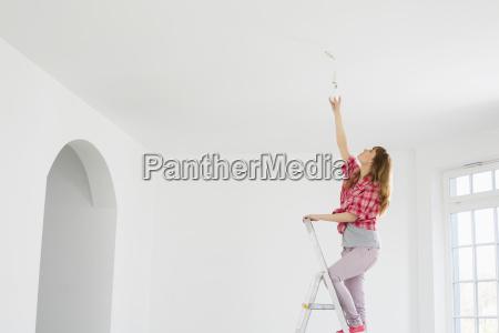 full length della donna sulla scala