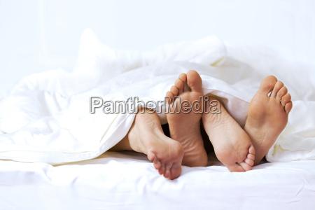 donna donne uomini uomo relax letto